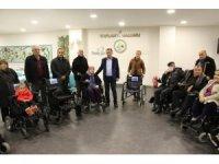 Bolu Belediyesi, ihtiyaç sahibi 10 engelli bireye akülü ve tekerlekli sandalye verdi