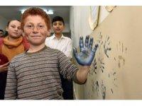 Vali Taşbilek köy okulunda çocuklarla buluştu