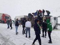 Bursaspor taraftarını taşıyan otobüs devrildi: 2 yaralı