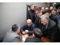 Başkan Keskin, Merkez Camii'de namaz sonrası vatandaşlarla görüşerek soruları cevapladı