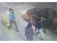 Otomobilden 72 bin TL çalan hırsızlar güvenlik kamerasına yakalandı