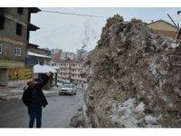 Hakkari'de yükselen kar dağları