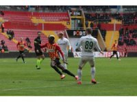 Süper Lig: Hes Kablo Kayserispor: 1 - Konyaspor: 2 (İlk yarı)