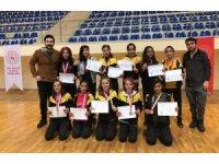 Kız öğrenciler bölge şampiyonu oldu