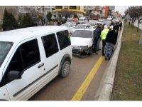 Kırıkkale'de 3 araçlı trafik kazası: 1 yaralı