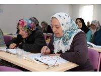 Altındağ'da tonton teyzeler sınıfı