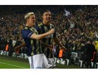 Süper Lig: Fenerbahçe: 1 - Galatasaray: 1 (İlk yarı)