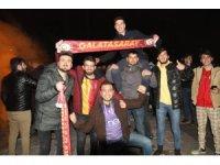 """Galatasaraylı taraftarlar: """"Sabaha kadar buradayız"""""""