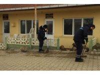 Temizlik çalışmaları kırsal mahallelerde de aralıksız sürüyor