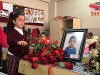Depremde hayatını kaybeden Miraç Ali'nin arkadaşları ilk derse hüzünlü başladı