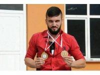 Engelli bilek güreşi sporcusu en iyi olmak için mücadele edecek
