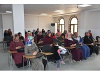 Öğrenci ve velilere Bilgi Evi'nde iletişim semineri verildi