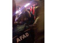 Jandarma emniyeti sağladı, hasta kadın 3 saat süren çalışmanın ardından kurtarıldı