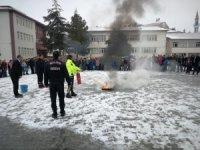 Uygulamalı yangın eğitimi verildi