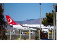 Tahran-İstanbul seferini yapan uçaktaki yolcuların tedbir amaçlı hastaneye sevki sürüyor