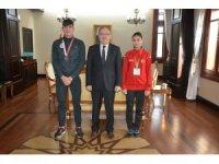 Afyonkarahisar'a Valisi Tutulmaz, başarılı sporcuları altınla ödüllendirdi