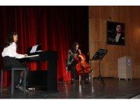 Bingöllü öğrenciler Elazığlı depremzedeler için konser verdi