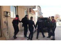 Polis, cezaevi firarisini evinde yakaladı