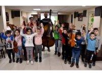 Çocuklar enstrümanları tanıyor