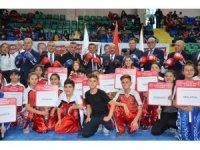 Milletvekili Erbaş ve Başkan Işık, Kick Boks Şampiyonası'nda