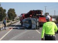 Devrilen araç çelik bariyerlere çarparak durabildi: 2 yaralı
