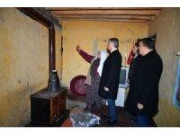 Vali Baruş hasarlı evlere girilmemesi uyarısında bulundu