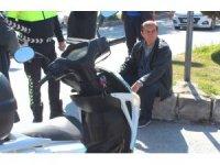 Kiralık araçla motosiklete çarpıp kaçtı
