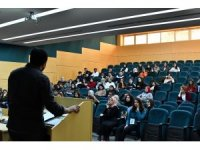 'Kamuda Kariyer' başlıklı konferans SAÜ'de düzenlendi