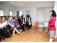 Nilüferli kadınlar İngilizce öğreniyor