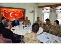Kaymakam Solmaz'dan Mehmetçik onuruna yemek