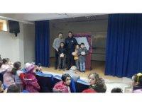 Tokat Polisinden çocuklara Karagöz hediyesi