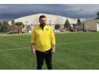 """Bülent Uygun: """"Sahadaki mücadelesiyle gurur duyacak bir Denizlispor izleteceğiz"""""""