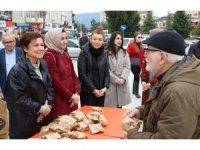 Başkan Köse, vatandaşlara kandil simidi ikram etti