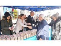 Başkan Hürriyet, Regaip Kandilini helva dağıtarak kutladı