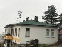 Nüzhetiye köy konağının çatısı onarıldı