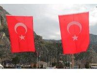 Amasya'da iş yerleri ve caddeler Türk bayraklarıyla donatıldı