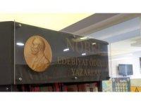 Nobel ödüllü yazarların kitapları kütüphanede ayrı sergileniyor