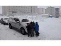 Karlıova'da yoğun kar yağışı, ekipler seferber oldu