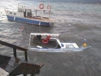 Dikili'de fırtına tekneleri batırdı