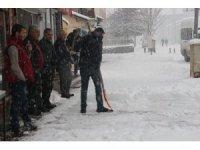 Vartolular Mart ayını beklerken kar sürprizi ile uyandılar