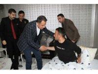 İdlib'de yaralanan gaziye ziyaret