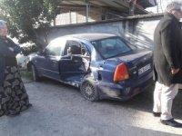 Akyazı'da otomobil ile minibüs çarpıştı: 1 yaralı