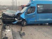 Sancaktepe'de otomobille minibüs çarpıştı: 12 yaralı