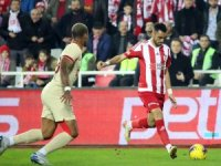 Süper Lig: D.G. Sivasspor: 1 - Galatasaray: 2 (İlk yarı)