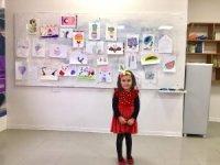 Küçük Hira, ihtiyaç sahipleri için resim yaptı