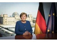 """Merkel: """"Hastanelerimizin de kapasitesi aşırı derecede zorlanmaktadır"""""""