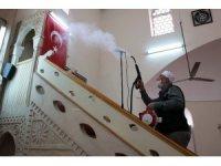 İmamlar camilerini dezenfekte ediyor