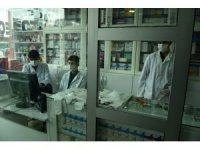 Siverek'te eczacıdan korona virüse karşı camlı önlem