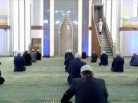 Türkiye'de sadece bir camide cuma namazı kılındı