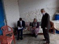 Yenipazar'da emeklilerin maaşları evlerine dağıtılıyor